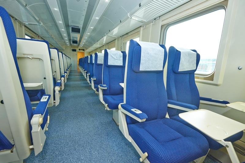 Интерьер вагона с местами для сидения (2 класс) Ярославль – Москва